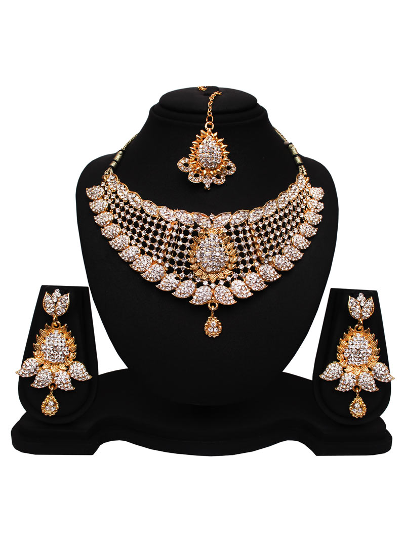 White Alloy Cubic Zirconia Necklace With Earrings and Maang Tikka 89171