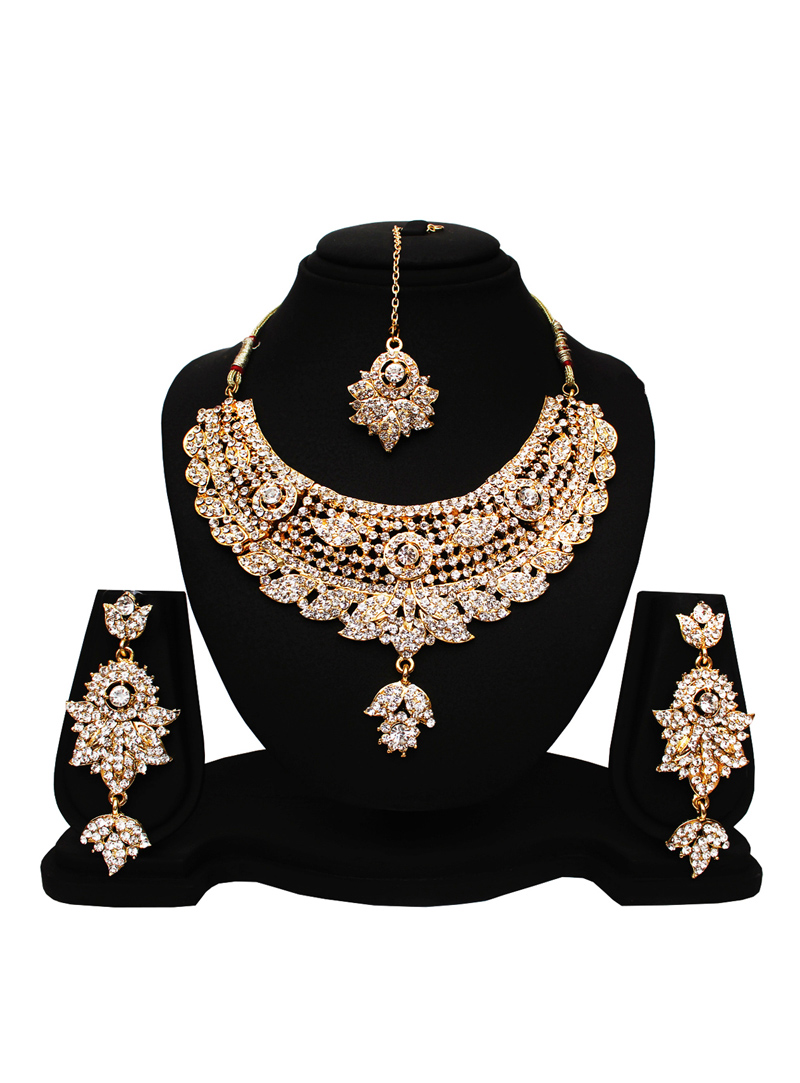 White Alloy Cubic Zirconia Heavy Set with Earring and Mang Tikka 89173