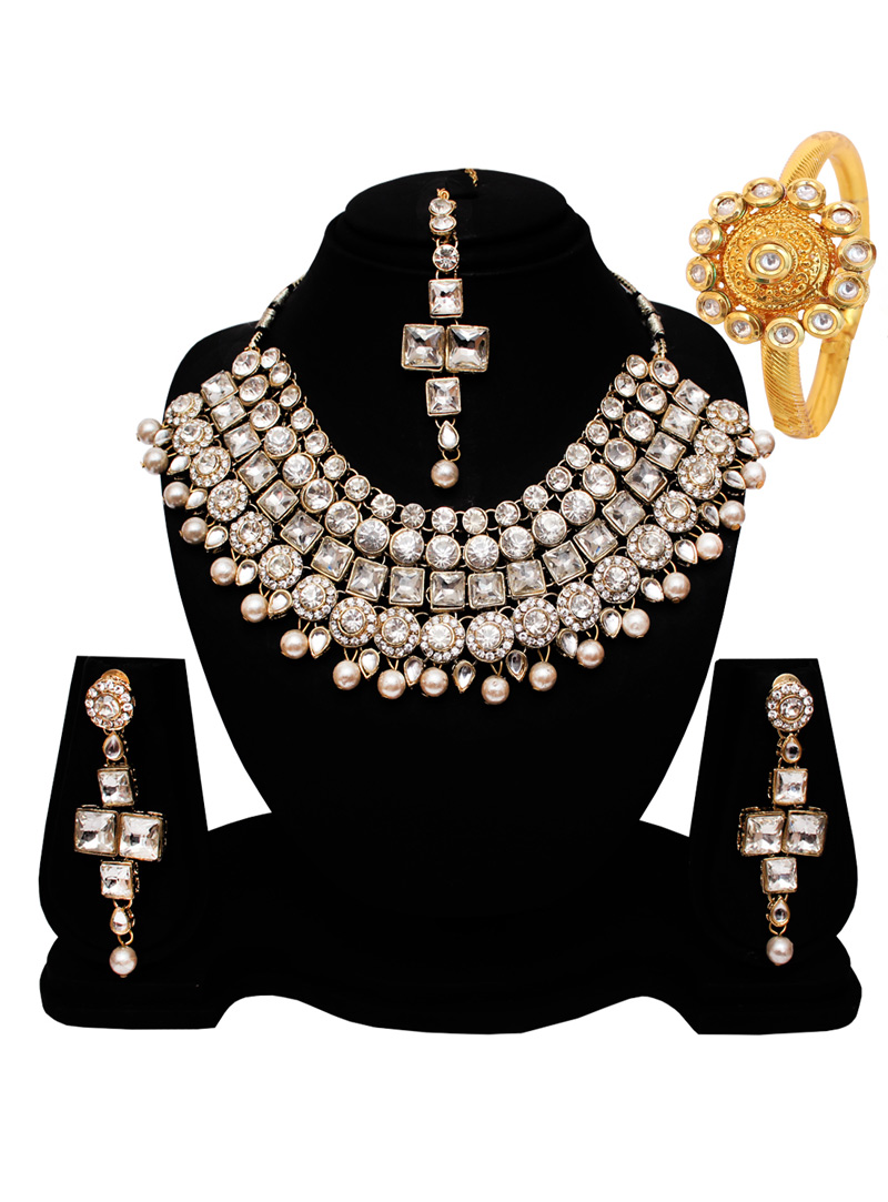 Silver Alloy Austrian Diamond Set With Earrings and Maang Tikka 128552