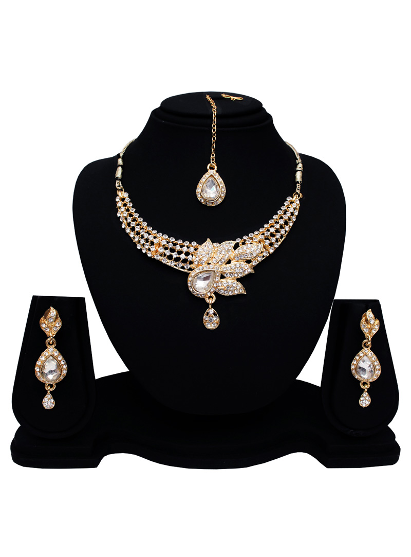 Silver Alloy Austrian Diamond Set With Earrings and Maang Tikka 128556