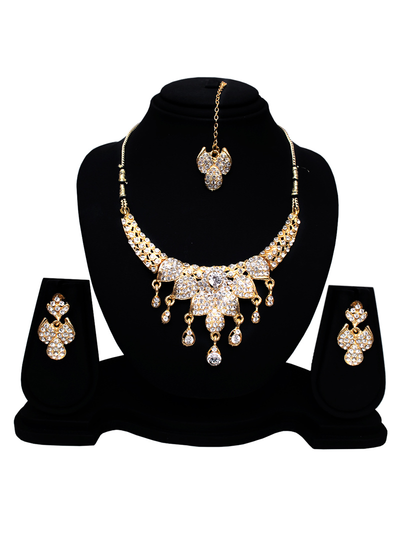 Silver Alloy Austrian Diamond Set With Earrings and Maang Tikka 128582