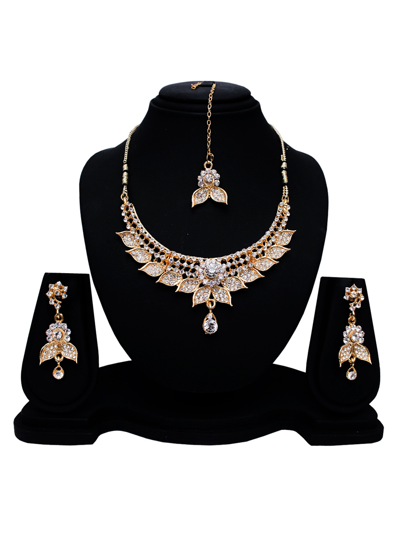 Silver Alloy Austrian Diamond Set With Earrings and Maang Tikka 128586