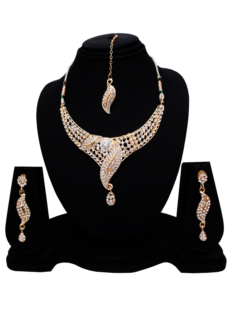 Silver Alloy Austrian Diamond Set With Earrings and Maang Tikka 128590
