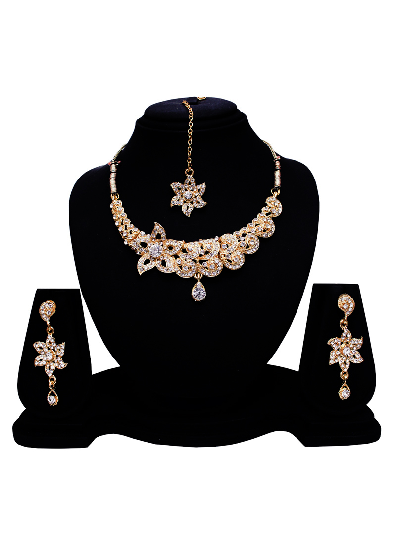 Silver Alloy Austrian Diamond Set With Earrings and Maang Tikka 128596