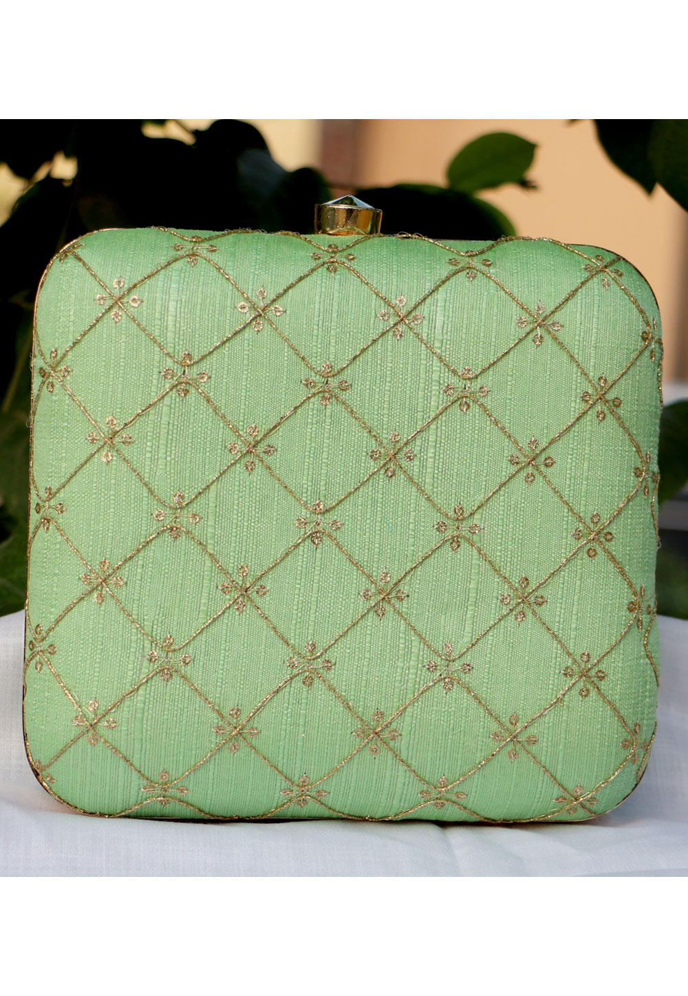 Pista Green Synthetic Embroidered Clutch 225651