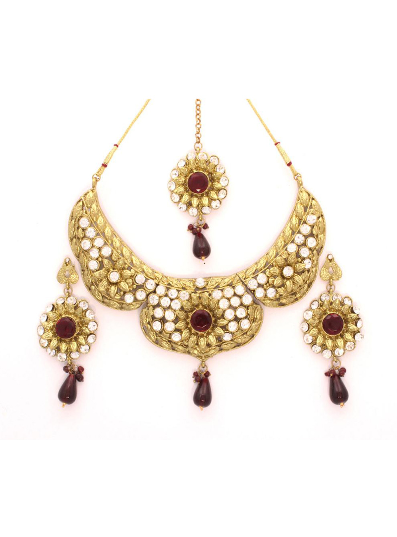 Marron Stone Studded Wedding Necklace with Earring and Maang Tikka 24033