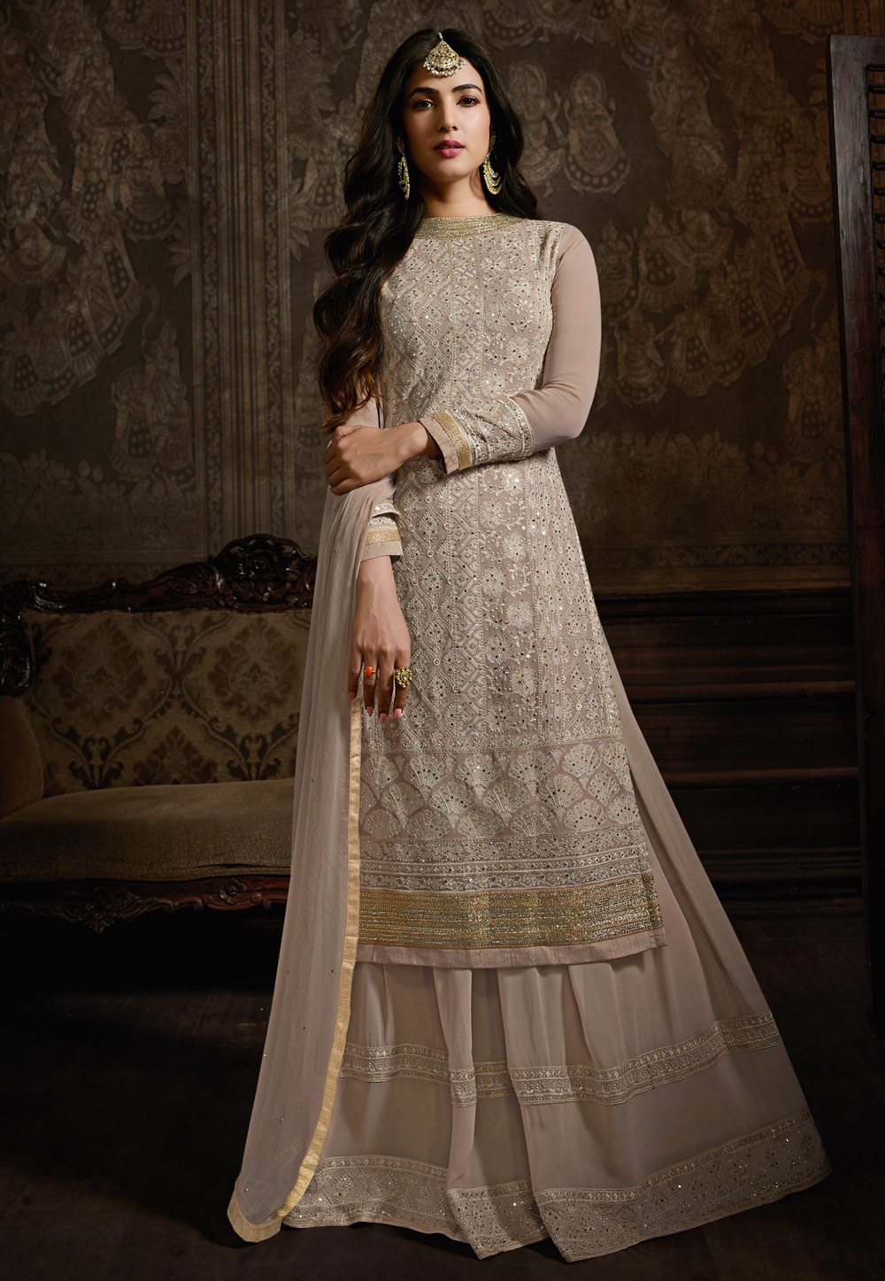 Sonal Chauhan Grey Georgette Bollywood Suit 199308