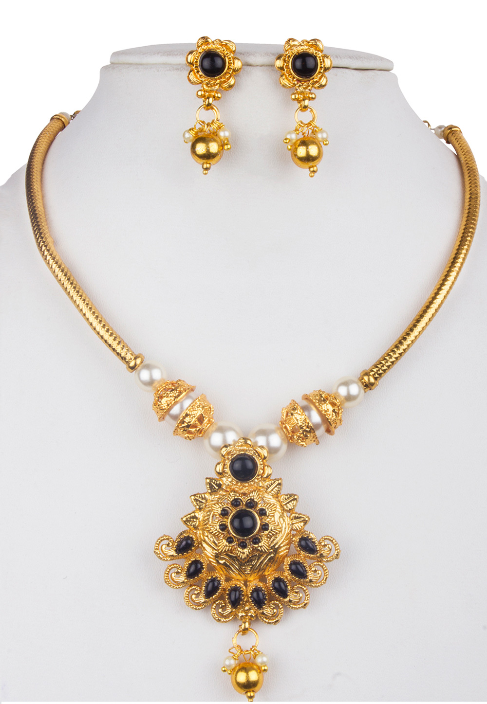 Golden Alloy Kundan Necklace With Earrings 156264