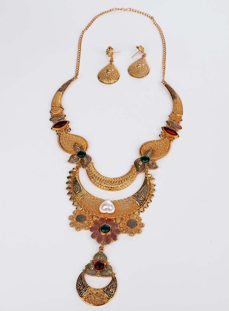Maroon Brass Necklace With Earrings 153170